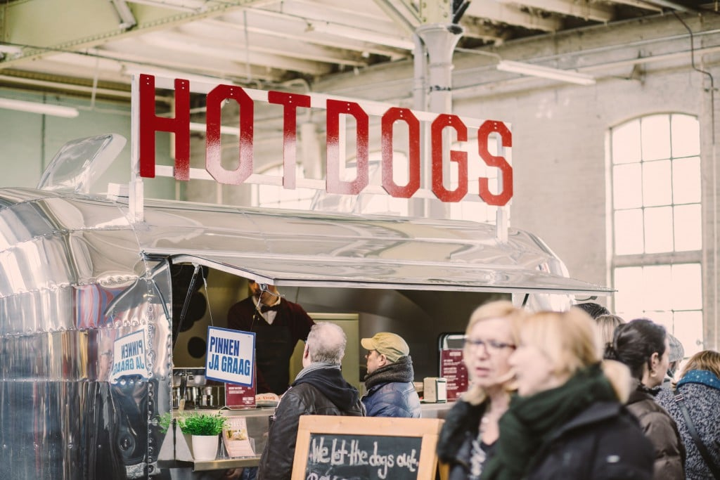 Holy Dogs - Bubbels en Hotdog foodtruck