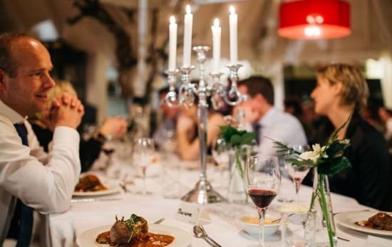 catering evenement aan tafel