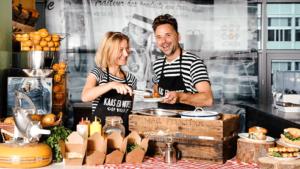 foodtruck ondernemers van kaas en worst op wielen