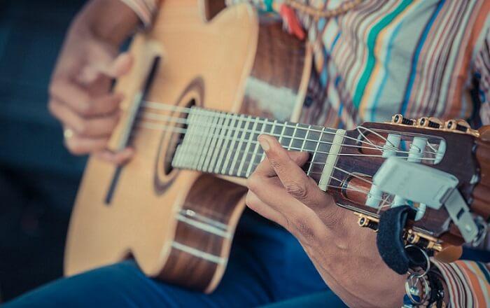 gitaar spelen buiten