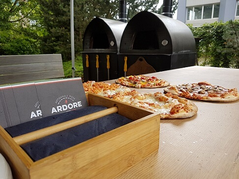 pizza voor een oven buiten