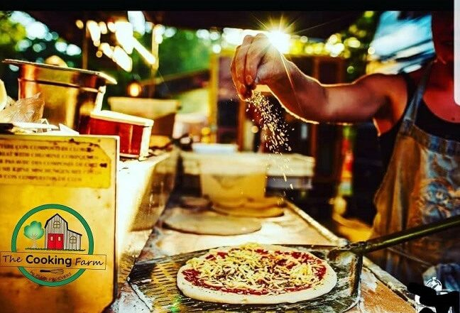 the cooking farm pizza's maken